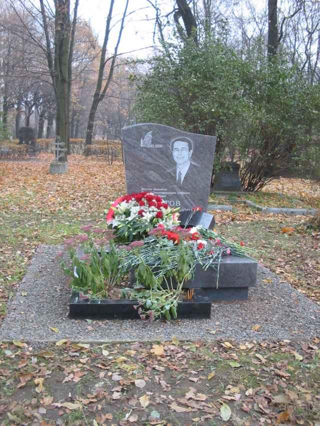 Могила М.�?.Пирогова на Волковом кладбище